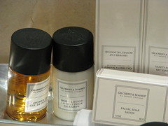 hotel toiletries (Dan_DC) Tags: travel bathroom hotel soap stock shampoo license swag luxury rf imagebank worldtravel huntley royaltyfree amenities luxurytravel travelinginstyle hoteltoiletries huntleyhotel gilchristsoames flatfee travelingfirstclass premiumtravel