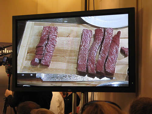 sous vide wagyu beef for tasting at Grant Achatz' session at the Gourmet Institute
