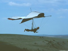 bill pain pelican hang glider devils dyke 1979 Brighton UK (donliddard) Tags: sussex fly flying aviation delta pelican prototype gliding glider southdowns hangglider hanggliding shgc footlaunch bhpa rogallo flexwing bhga footlaunched southernhangglidingclub britishhangglidingassociation billpain rogallohangglider