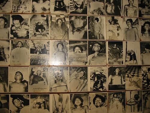 Enkele van de honderden foto's van slachtoffers