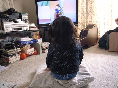 "kindergarten pupil watching ""Hanamaru Kindergarten"""
