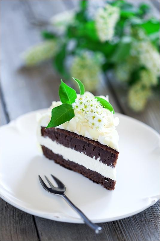 Bird-cherry cake