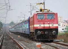Tamilnadu Express through Nagpur (Saqib Karori - TucsonRailfan) Tags: ed engine trains locomotive nagpur erode indianrailways irfca 22727 wap4 tamilnaduexpress