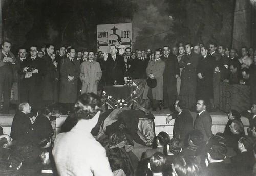 Acto de la C.E.D.A. con Gil Robles en el teatro de Rojas de Toledo en febrero de 1936. Fotografía Rodríguez