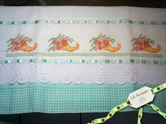 Pano de prato (Lila Bordados em Ponto Cruz) Tags: flores verde artesanato decorao cozinha bordado pontocruz panodeprato