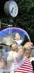 TeMPo di MeRaViGlie (ade74) Tags: simone bambini clown adelaide spettacolo bolle bimbi gff meraviglioso giffoni bollegiganti