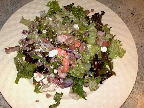 Sandra & Marcel's surf-and-turf maaltijdsalade met tonijn, garnalen en bacon