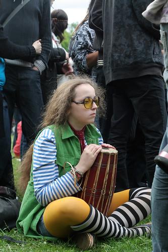 Сосредоточенный барабанщик