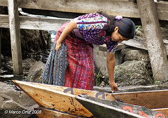 Mujer de Santiago Atitln (Marco Ortiz / IDEARTestudio) Tags: mujer guatemala sony traje santiagoatitlan indigena trajetipico sonyalpha100 flickrgt marcoortiz