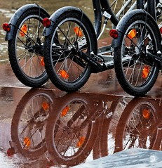 888 / waterfietsen (Plutone (NL)) Tags: reflections wheels steps 888 reflexions waterfiets