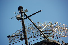 USS Salem park: radar conning tower atop the cruiser (Chris Devers) Tags: ocean bridge sea tower water museum architecture river ma quincy boat ship unitedstates massachusetts navy vessel maritime vehicle drawbridge salem nautical naval 2008 usnavy weymouth cruiser uss radar warship coldwar liftbridge shipbuilding quincyma foreriver usssalem heavycruiser foreriverbridge ca139 cameranikond50 forerivershipyard weymouthma exif:flash=flashdidnotfire exif:iso_speed=400 exif:exposure=0002sec1500 exif:aperture=f56 unitedstatesnavalshipbuildingmuseum exif:exposure_bias=06ev camera:make=nikoncorporation exif:focal_length=200mm camera:model=nikond50 meta:exif=1257954909 exif:orientation=horizontalnormal exif:filename=dscjpg meta:exif=1350405613
