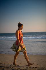 Walk and talk (Lucas Janin   www.lucasjanin.com) Tags: california usa iso200 nikon santamonica nikkor f28 lightroom 70mm nikond700 lucasjanin afsnikkor2470mmf28ged ¹⁄₃₂₀sec