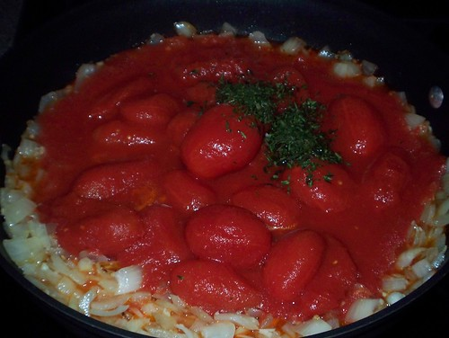 making easy marinara