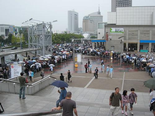 La longue queue pour le Tokyo Game Show 2008
