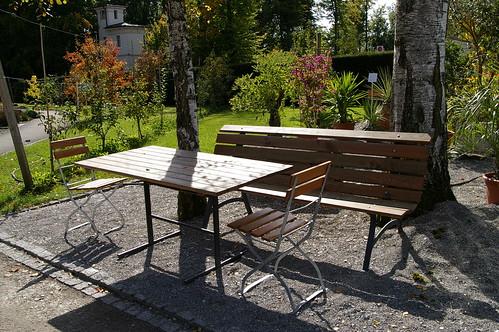 可惜現在比較涼了 沒人在這坐著曬太陽