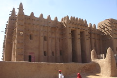 Mosque views -  the famous Djenne mosque from the side (10b travelling) Tags: world africa heritage ctb site san mud islam mosque unescoworldheritagesite unesco worldheritagesite adobe westafrica ten afrika mali tombouctou timbuktu masjid carsten westafrika djenne mopti afrique brink sahel humanidad patrimonio 10b ouest afriquedelouest timbuctoo tomboctou timbuktoo cmtb tenbrink ph485 sahelian misjad