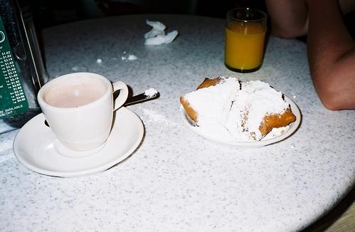 cafedumondelatenightsnack
