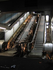 inachevé (kerozen) Tags: paris france train metro métro escalier rer chantier champsélysées escalierroulant