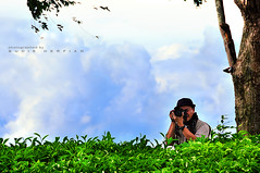 Landscape and Human interest is always on his forefinger (Sayid Budhi) Tags: photographer teaplantation medan tpc landscaper northsumatra sidamanik kabupatensimalungun johnnysiahaan tobaphotographerclub tobaphotographer tobaguide sumatraphotographer