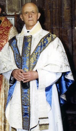 Yr Hybarch / The Venerable Wallis Huw Wallis Thomas , M.A. - Archddeacon Meirionnydd / Archdeacon of Merioneth.