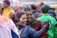 Holi Feest 2008 (FaceMePLS) Tags: portrait nederland thenetherlands streetphotography cellphone denhaag digitalcamera portret gsm manandwoman fotograferen mobieltje phagwa gelukkignieuwjaar nikond200 straatfotografie manenvrouw facemepls subhholi holiphagwa phagawa holiparty2008 2008ishindoejaar2065