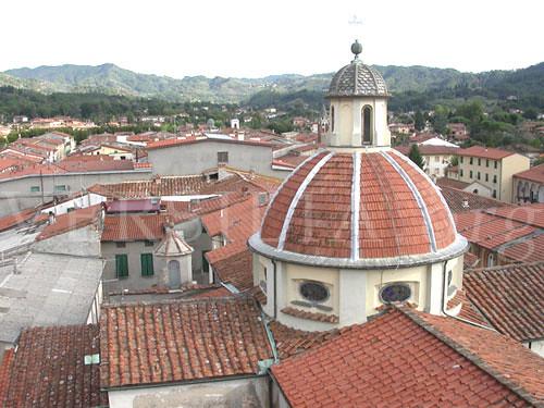 tetti di Camaiore da Versilia.