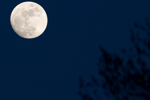 crop_moon_at_300mm