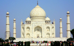 The Taj Mahal (once again) (GODOIRUM BASSANENSIS) Tags: india white love blanco monument taj agra marble bharat worldheritage unseco thetaj patrimoniodelahumanidad thetajmahal wondersoftheworld maravillasdelmundo thesevenwondersoftheworld godoirumbassanensis las7maravillasdelmundo colourartaward platinumheartaward magicdonkeysbest tajmagal the7wonders lassietemaravillasdelmundo