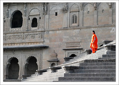 Un Zeste d'Orange (Christian Lagat) Tags: orange woman india fort femme inde madhyapradesh  maheshwar nikkor50mmf18d nikond40x
