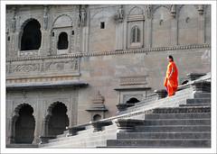 Un Zeste d'Orange (Christian Lagat) Tags: orange woman india fort femme inde madhyapradesh भारत maheshwar nikkor50mmf18d nikond40x