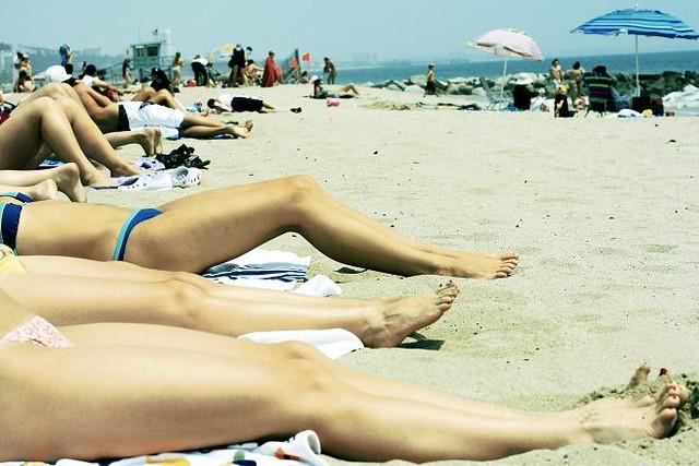 Show some leg beach day