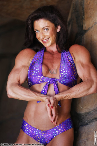 Amber Defrancesco Shows Biceps; Quads In Video