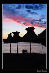 ombrelloni (paolo.benetti) Tags: croazia krk isola punat ombrellone barca mare tramonto nuvola nikon d80 oniricamente kubrickslook theperfectphotographer worldbest golddragon