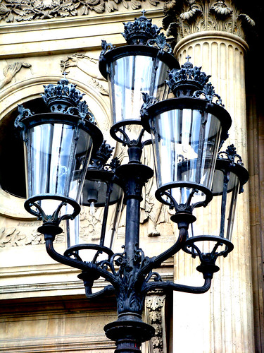 cour napoleon lamp post