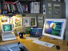 apple vintage macintosh toys dc washington office desk laptop c osx terminal retro ii intel setup 2008 gadgets serial aflcio iic 6502 macbook