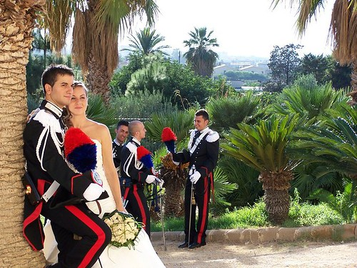 Gli sposi in un momento dopo la cerimonia all'uscita dalla chiesa