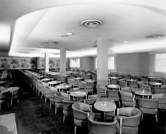 [Waldorf Hotel] beverage room [bar - street level]
