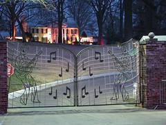 Graceland at Night (Richard and Cindy Krause) Tags: trees music rock night de lights gate king tn memphis steel elvis fotos roll presley graceland onlyyourbestshots fotosdegraceland