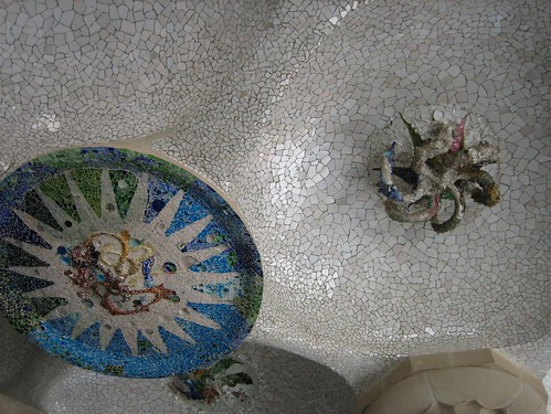 080521. odd ceiling. parc guell.