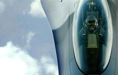 [フリー画像] [航空機/飛行機] [軍用機] [戦闘機] [F-16 ファイティング・ファルコン] [F-16C Fighting Falcon] [パイロット]     [フリー素材]