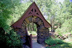 Riordan Mansion gate - Flagstaff Arizona (Al_HikesAZ) Tags: park county arizona house southwest building architecture gate searchthebest passages az historic explore flagstaff gateway mansion soe coconino riordan statehistoricpark riordanmansion coconinocounty azwexplore alhikesaz arizonamemoryproject arizonapassages flagstaff1 arizonahighwaysarchitecture