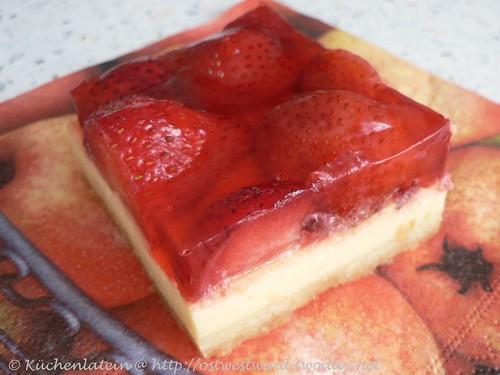 Blechkuchen mit erdbeeren und pudding