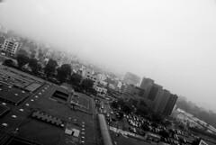 Vista de Lima en la niebla, Perú, 2008 (José Antonio Galloso) Tags: city blackandwhite blancoynegro beach lima ciudad playa perú jag joseantoniogalloso