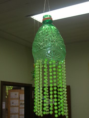 Garrafas ao vento (suleroy) Tags: pet arte recycling reciclagem botle marapendi garrafas reutilizao reaproveitamento reciclart reciclarte garrafapet artereciclada garrafaspet oficinadearte parquemarapendi