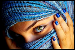 (yusuf_orta) Tags: blue light portrait en green window eyes hand pentax istanbul shawl 1855 sar gzel k pencere yemyeil gzler al tripot freephotos olarak  k10d pentaxk10d aplusphoto earp theunforgettablepictures grdm kayna ekildi adna ahsm kullanld yardmyla