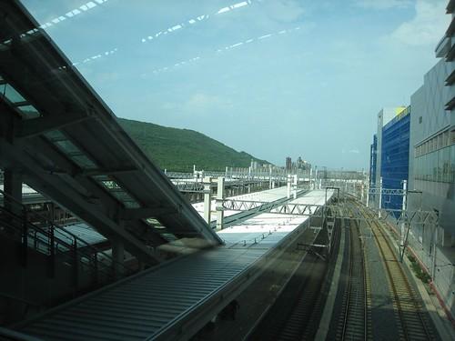高鐵左營站由上往下看,長這樣