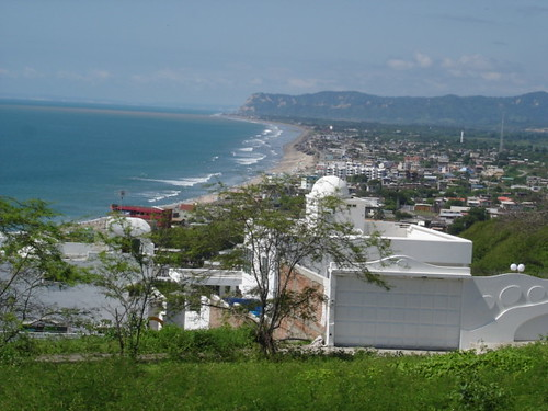 Ecuador-Beach-crucita-long view-