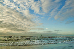 Sea (Pieter Musterd) Tags: blue sea sky beach clouds strand canon blauw raw horizon nederland thenetherlands noordzee wolken zee denhaag northsea getty lucht thehague gettyimages kijkduin canoneos400d aplusphoto pietermusterd