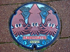 烏賊人孔蓋 Squids on manhole cover (Chrischang) Tags: geotagged geo:lat=41774 geo:lon=140728557