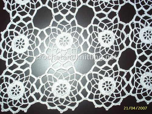 CROCHETED TABLE RUNNER PATTERNS - Crochet and Knitting Patterns